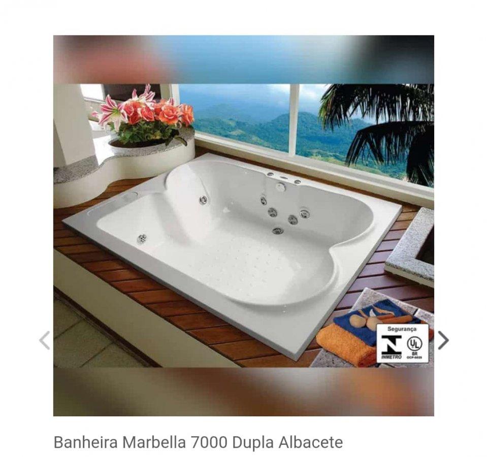 Banheira de Hidromassagem Marbella 7000